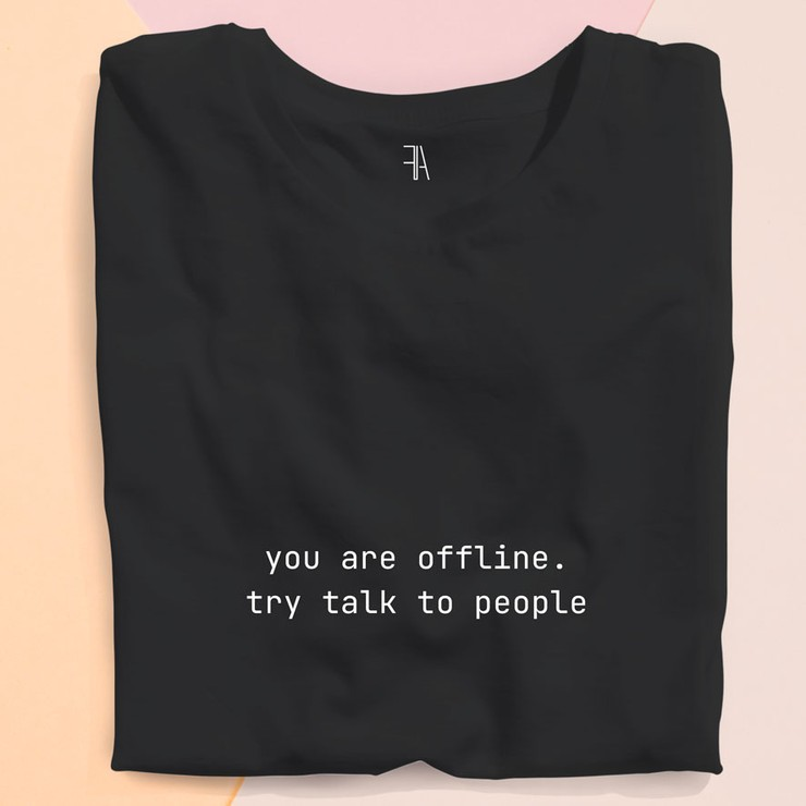 Футболка (черная)  — You are offline. Try talk to people
